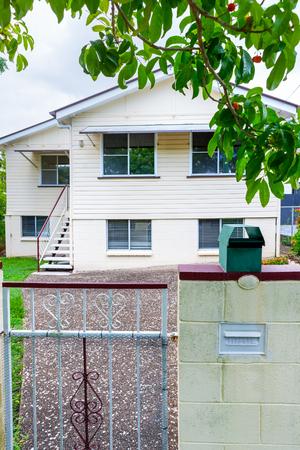 Foto de A small mailbox and n entry gate into a private property - Imagen libre de derechos