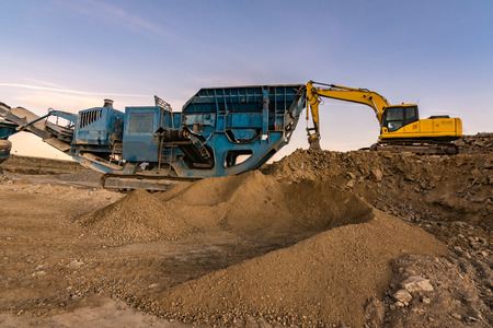 Photo pour Land mine with machinery for stone and sand processing and gravel processing - image libre de droit