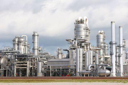 Photo pour Chemical plant - image libre de droit