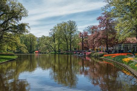 Photo pour Pond in the Keukenhof park, Netherlands. - image libre de droit