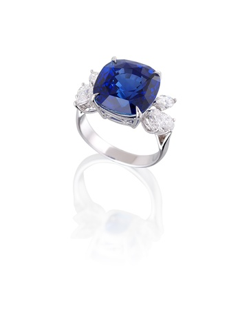 Photo pour Diamond and blue sapphire ring isolated on white  - image libre de droit