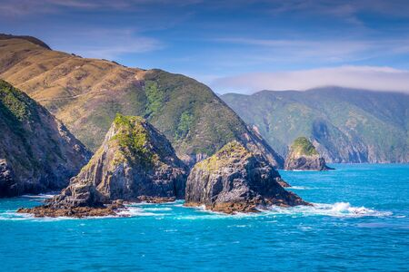 Photo pour Cook Strait, New Zealand: View from the ferry that crosses between the North and the South Island entering the Marlborough Sound. The rocky cliffs tease the spectacular landscapes of the South Island. - image libre de droit