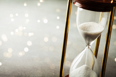 Photo pour Sand running through the hourglass. Time keeper concept. Boke effect. - image libre de droit