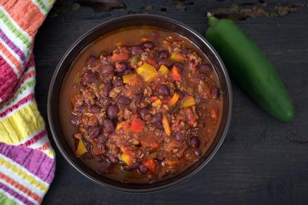 Photo pour chili beef chili on black table - image libre de droit