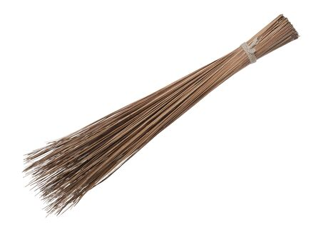 Photo pour Coconut leaf broomstick rough duster sweeper isolated on white background - image libre de droit