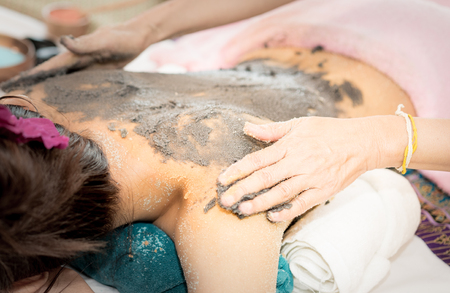 Photo pour Women is getting Clay scrub on the back in Spa - image libre de droit