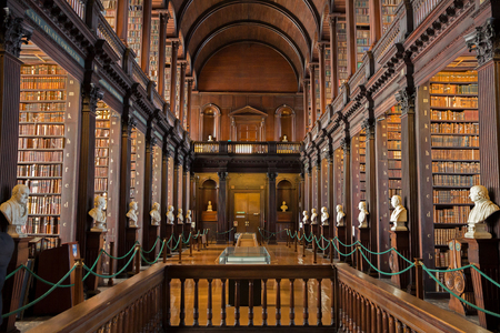 Foto de DUBLIN, IRELAND - FEB 15, 2014: Old books on shelves in the Long Room library in the Trinity College. - Imagen libre de derechos