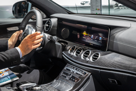 Photo pour Mercedes Benz dashboard - image libre de droit