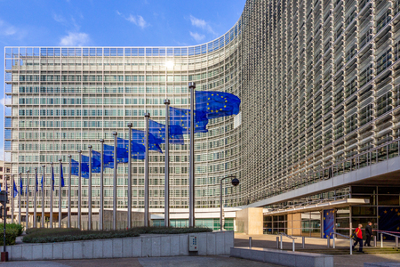 Foto de BRUSSELS, BELGIUM - JUL 30, 2014: Row of EU Flags in front of the European Union Commission building in Brussels. - Imagen libre de derechos