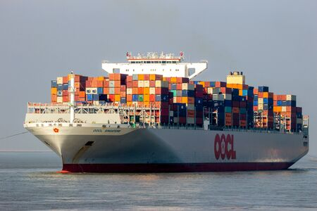 Photo pour ANTWERP, BELGIUM - MAR 12, 2016: Container ship OOCL Singapore leaving a container terminal in the Port of Antwerp. - image libre de droit