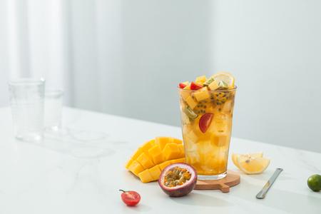 Foto de Mango passion fruit tea in a transparent glass - Imagen libre de derechos
