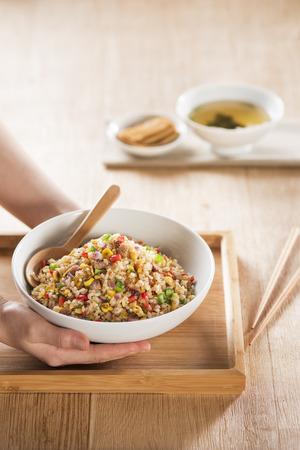 Foto de Japanese fried rice meal in a wood dish - Imagen libre de derechos