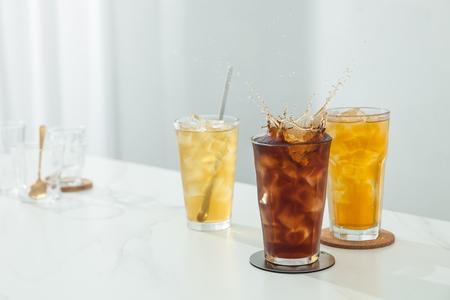 Photo pour The tea in a clean glass - image libre de droit