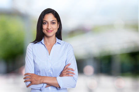 Photo pour Beautiful arabic businesswoman with crossed arms outdoor in front of an office building - image libre de droit
