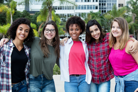 Photo pour Group of beautiful latin and caucasian and african american girls - image libre de droit