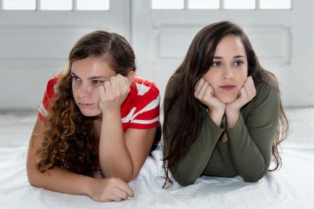 Photo pour Caucasian girlfriends with relationship difficulties - image libre de droit