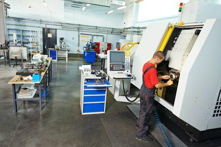 Photo pour manufacture technician worker at factory metal machining shop - image libre de droit