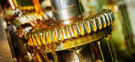 Photo pour metalworking gear wheel machining with oil lubrication - image libre de droit