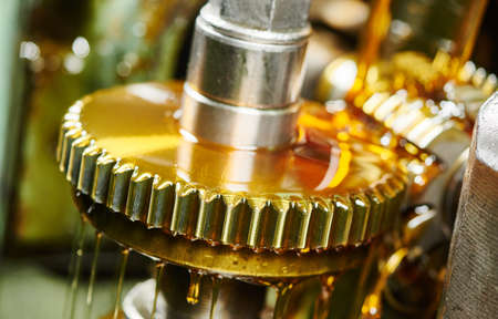 Photo pour metalworking gear wheel machining with hob and oil lubrication - image libre de droit