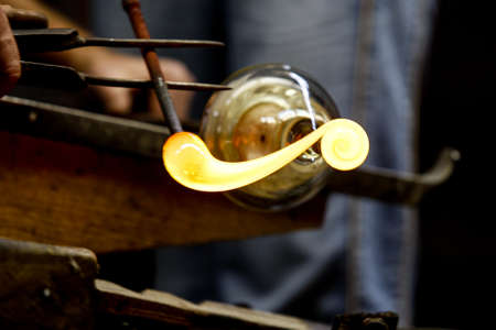 Photo pour Neman plant, glass blowers, Berezovka. Crystal production, glass museum, vase, Brezhnev Myagkov Glassblower forming the beautiful piece of glass. The glass master burns and blows out the work of art. - image libre de droit