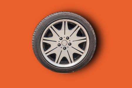 Photo pour Car wheels on a white background behind a cutting machine separa - image libre de droit