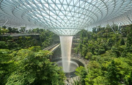 Photo pour Jewel Changi and its huge Rain Vortex waterfall help travelers relax in Singapore's popular airport - image libre de droit