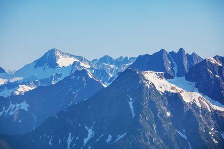 Photo pour Beautiful mountain peak in  North Cascade Range, Washington / USA - image libre de droit