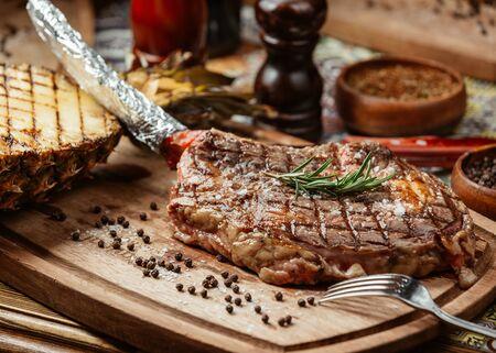 Photo pour juicy and fragrant meat steak - image libre de droit