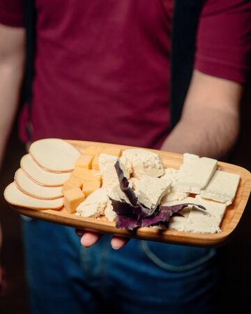 Foto de Plate with different types of cheese - Imagen libre de derechos