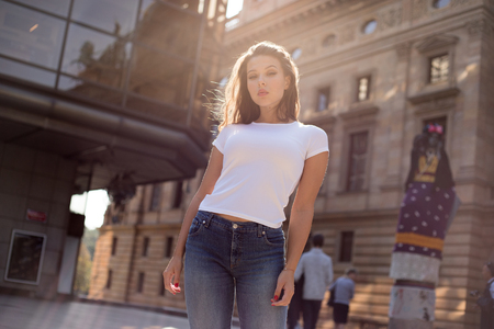 Photo pour Beautiful young woman in white t-shirt on the street. - image libre de droit