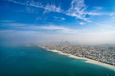 Photo pour Urban landscape of Dubai (United Arab Emirates) - image libre de droit