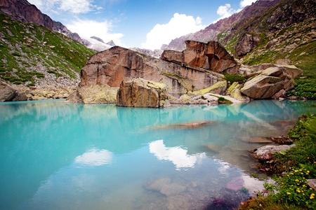 Photo pour Lake in mountains - image libre de droit