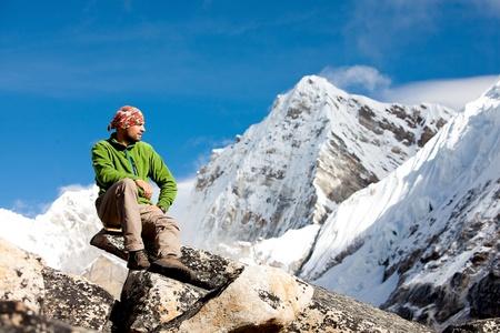 Foto de Hiking in Himalaya mountains - Imagen libre de derechos