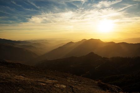 Foto de sunset on the Moro rock in Sequoia national park - Imagen libre de derechos