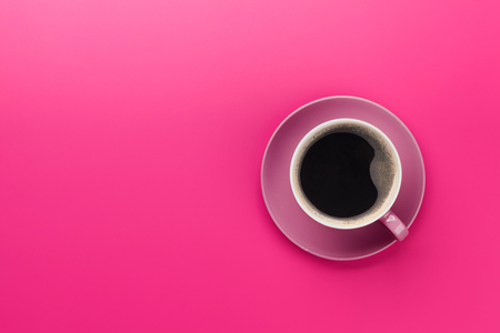 Photo pour Purple coffee cup over purple background. Top view flat lay with copy space - image libre de droit
