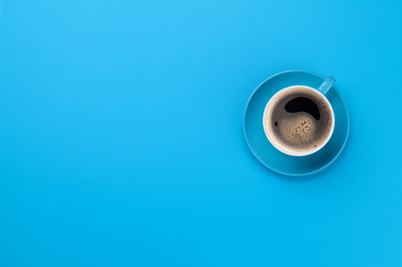 Photo pour Blue coffee cup over blue background. Top view flat lay with copy space - image libre de droit