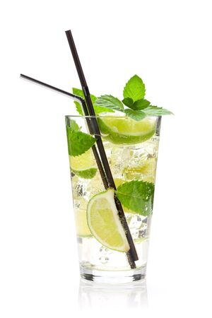 Photo pour Mojito cocktail glass. Isolated on white background - image libre de droit