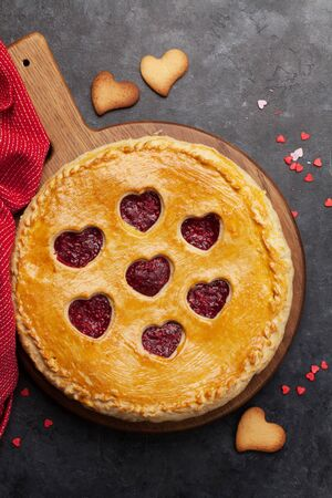 Photo pour Raspberry cake for Valentine's Day with hearts. Top view - image libre de droit