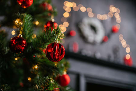 Photo pour New Year 2021 interior with candles, bulbs and bokeh. Room decorated to christmas celebration. Christmas tree with presents - image libre de droit