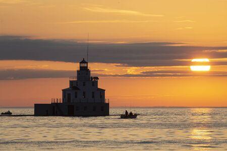 Foto de Sunrise at Lake Michigan Fishing boats sailing on Lake Michigan,  beginning the salmon fishing - Imagen libre de derechos