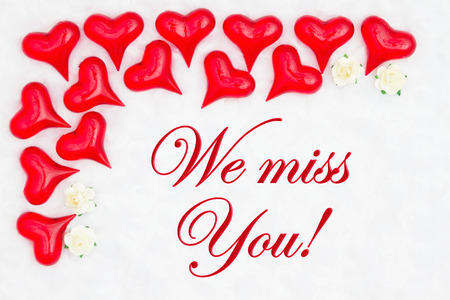 Foto für We miss you message with red hearts on white fabric and rose buds - Lizenzfreies Bild