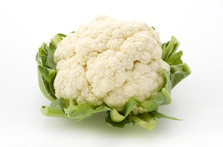 Photo pour Fresh cauliflower isolated on white background - image libre de droit