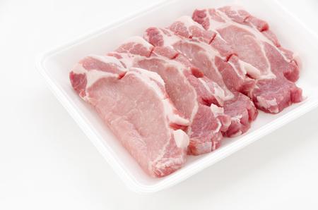 Photo pour Raw pork meat in foam tray on white background - image libre de droit