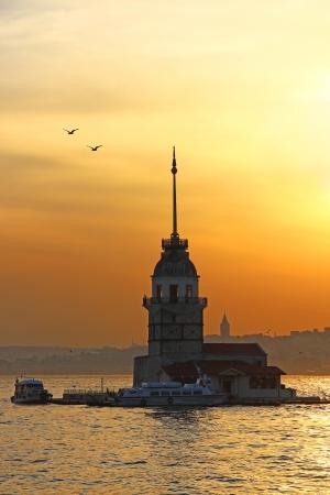 Photo pour Maiden's Tower at sunset, Istanbul, Turkey - image libre de droit