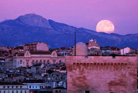 Full moon Marseille