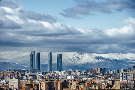 Photo pour Madrid Skyline from the air, snowy in the background mountains - image libre de droit