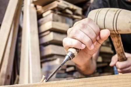 Photo pour gouge wood chisel carpenter tool working wooden background - image libre de droit