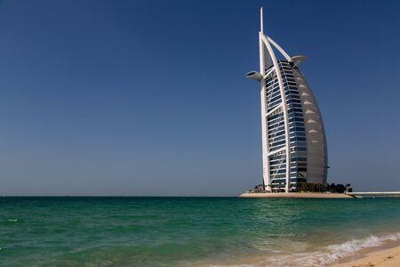 Photo pour DUBAI, UAE - SEP 29, 2014: Burj Al Arab, considered the world's most luxurious hotel on Sep 29, 2014. - image libre de droit