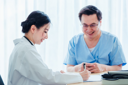 Photo pour Old Patient men Talking with Medical Doctor women in clinic office - image libre de droit