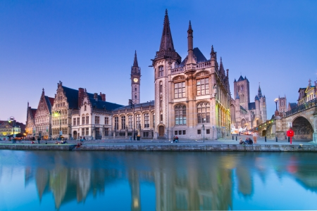 Photo pour Picturesque medieval buildings overlooking the Graslei harbor on Leie river in Ghent town, Belgium, Europe. - image libre de droit